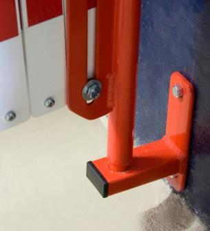Barrera extensible con ruedas y fijación a pared, rojo-blanco, long. 3,6 m - Barrera extensible con ruedas y fijación a pared,
