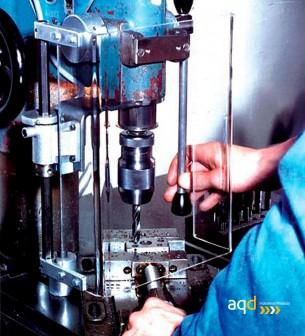 Protección rectangular para taladro vertical con seguridad eléctrica